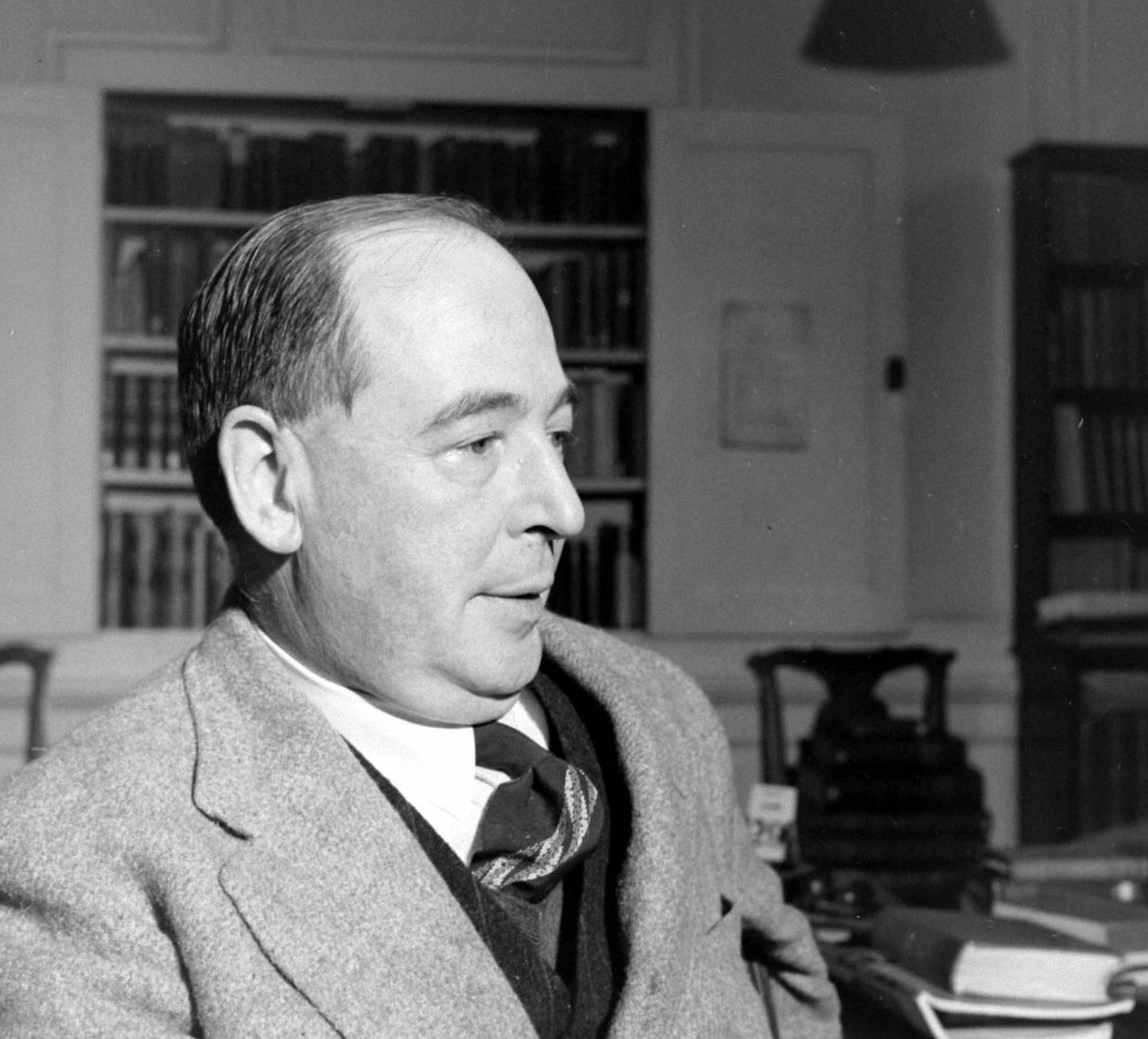 cs lewis Clive staples lewis was born in belfast, ireland, on 29 november 1898 his father was albert james lewis (1863–1929), a solicitor whose father richard had come to ireland from wales during the mid-19th century.